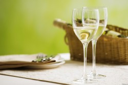 Белое вино из виноградных листьев